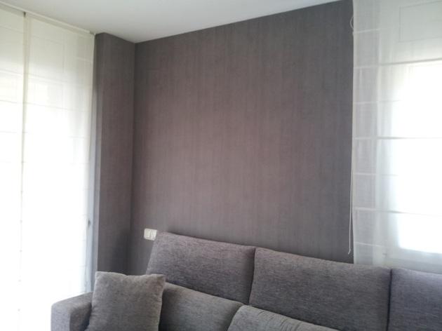 instalación_papel_pintado_liso_gris_oscuro