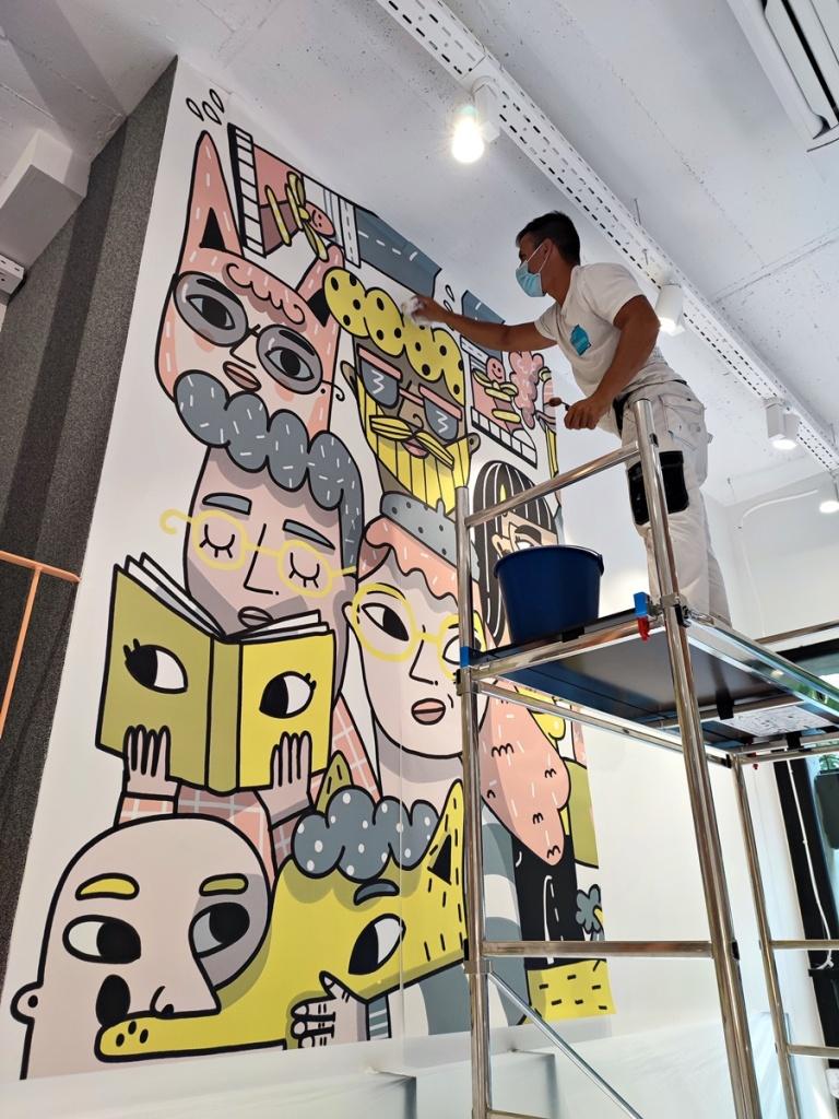 Instalador de Murales en Barcelona a 5 Metros de Altura